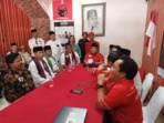 Tim relawan Muhamad saat mendaftar pilwalkot di kantor DPC PDIP Kota Tangsel